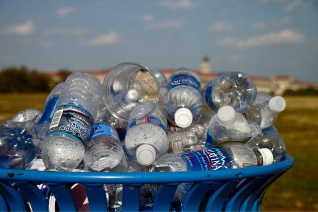 1_agua en botella diarioecologia.jpg