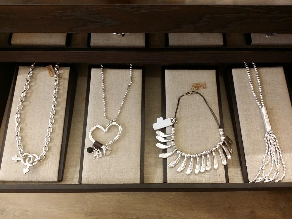 Uno-de-50-necklaces