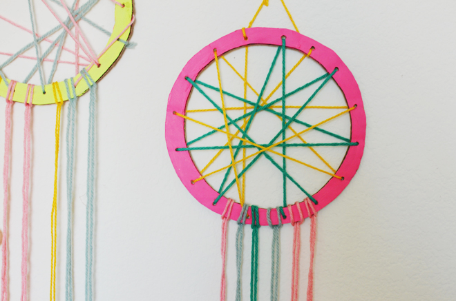 how to make a dreamcatcher from cardboard