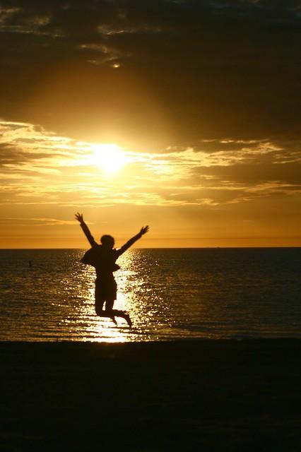 vacation-sunset-jump