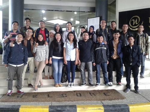 Feri Sulianta with utama students 01