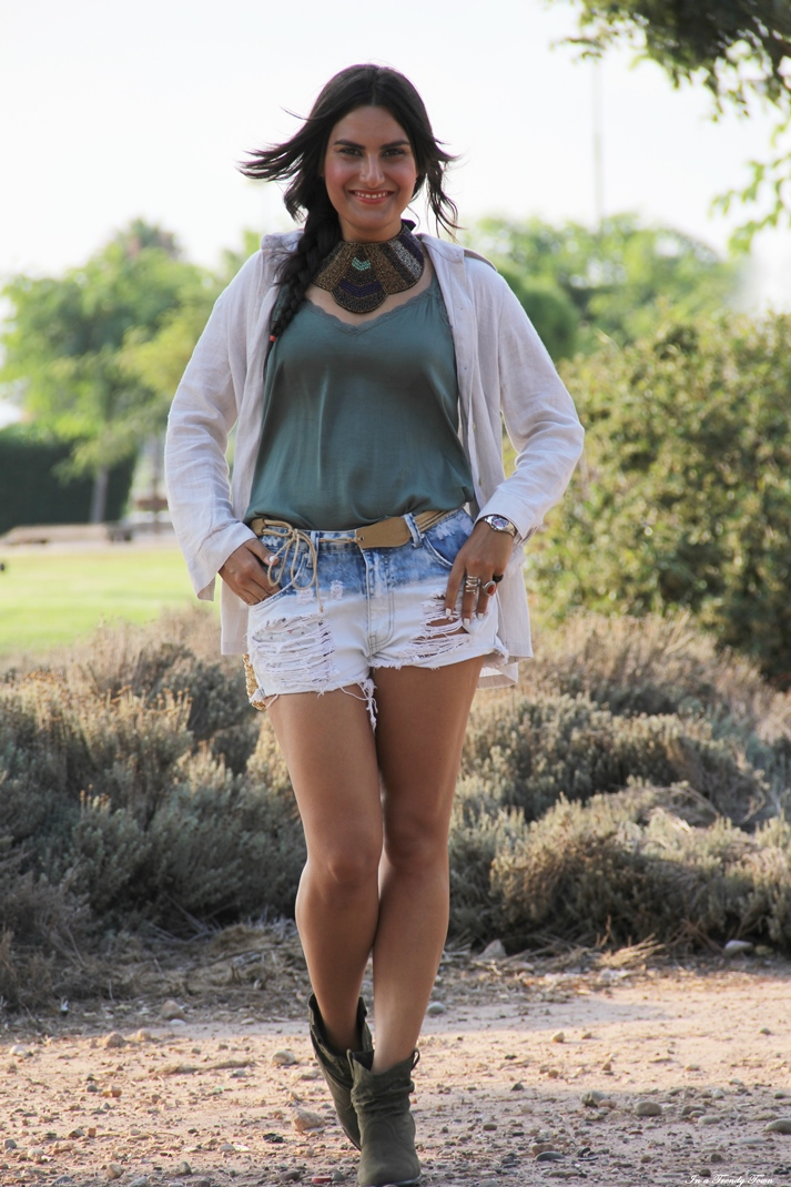 OUTFIT RIPPED SHORTS