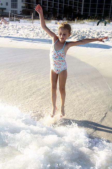 Beach_Aut-jumping-wave