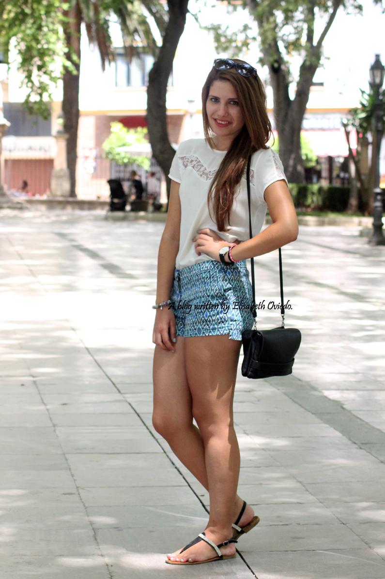 shorts-azules-con-estampado-paseo-por-Ronda-HEELSANDROSES-(8)