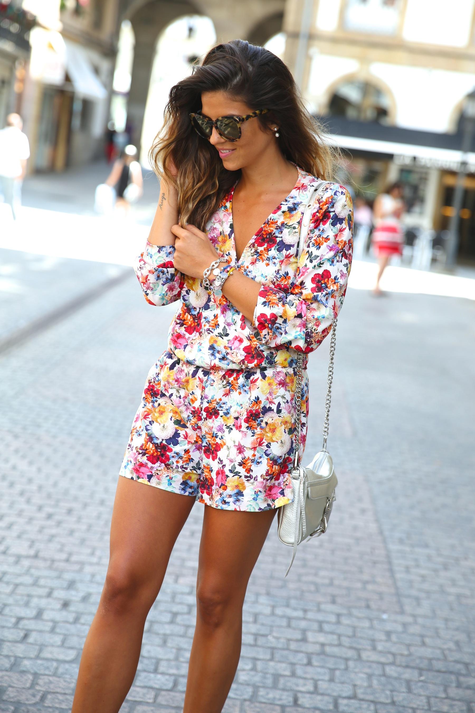 trendy_taste-look-outfit-street_style-ootd-blog-blogger-fashion_spain-moda_españa-mono-flores-flower_print-verano-summer-overall-la_coruña-5
