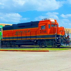 #BNSF ex #gp30 rebuilt into a #GP39 Ward Spur local working the far north end of the line at Duncanville, TX on Labor day