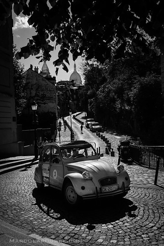 Cliché Citroën 2CV and Sacré-Cœur photo - Fuji X100S