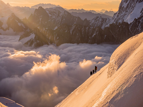 morning sunlight mountain snow france mountains alps mañana clouds montagne alpes sunrise landscape ray nieve amanecer neige rays montaña nuages chamonix montblanc montañas mountaineer matin montagnes rayoflight aiguilles aiguilledumidi mountaineers hautesavoie nuves aiguille rhonealpes alpinista chamonixmontblanc alpinistes leverdusoleil alpiniste montblancmassif alpinistas massifdumontblanc