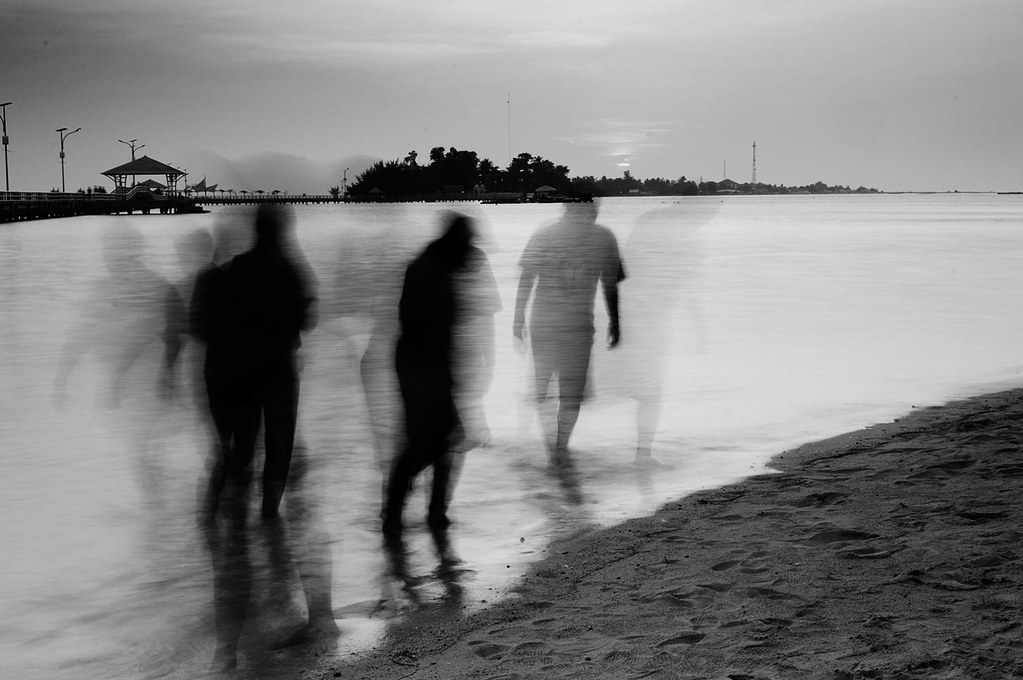 pulau seribu jakarta indonesia thousand island slow speed blur people bw beach pantai sea sunset