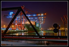 Container und Brücken. Und so.