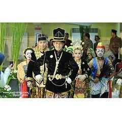 KIRAB. Salah satu prosesi pernikahan adat Jawa (Javanese wedding ceremony). Citra+Andree wedding day in Gedung UIN Jogja, August 23, 2014. Wedding photo by @Poetrafoto.
