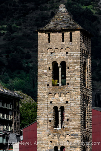 pictures sunset summer history church clouds rural sunrise sonnenuntergang photos roman sommer religion august images 300mm agosto fotos verano oben historia andorra agost bilder pyrenees estiu pirineos pirineus nuvols pyrenäen puestadelsol historisch imatges romanisch romanesquearchitecture postadelsol romanischearchitektur canoneos5dmarkiii valldorient encampcity lutzmeyer lutzlutzmeyercom esglesiasantaeulalia religiosarquitectura encampvell