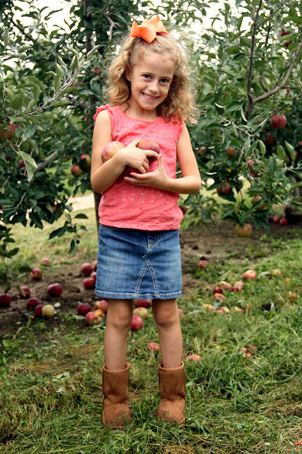 Aut-Cute-Holding-Apples
