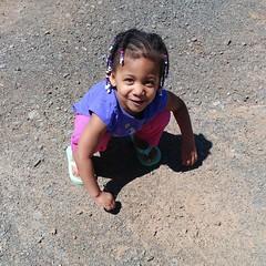 Playing in the dirt  #hangingwithmamaree #kk #kkandmamaree #pheephee #pheepheeandmamaree #theweeones #akaleirenee #phoenixalexandra #countrygirls #wnkd