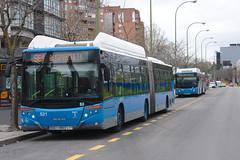 Coches 521 y 528 de la EMT de Madrid haciendo los SE del aeropuerto