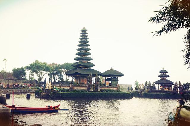Bali in June: Daya Tarik Wisata Ulundanu Beratan Tabanan