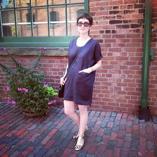 Не успела я зайти в Distillery, как купила новое платье. Поддерживаю канадского производителя