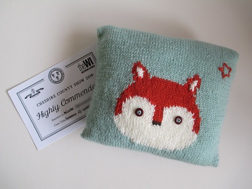 Knitted fox cushion