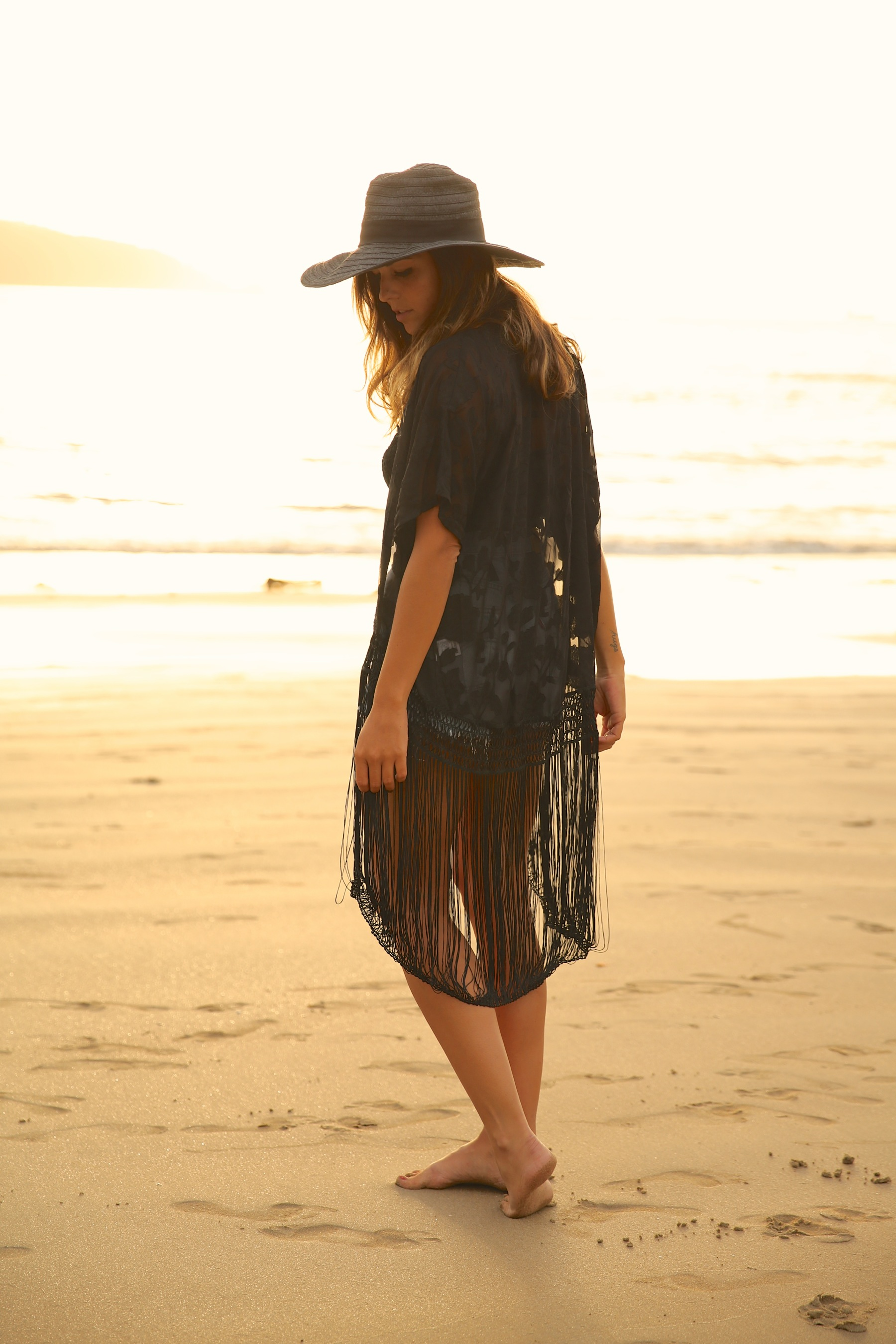 trendy_taste-look-outfit-street_style-ootd-blog-blogger-fashion_spain-moda_españa-sunset-verano-kimono-summer-levi's-denim_shorts-shorts_vaqueros-sombrero-pamela-hat-15