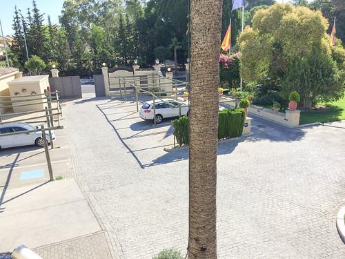 Entrada del Hotel y Parking