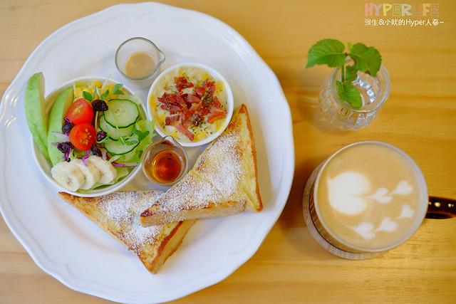 18672189738 84b828d352 z - 好逗Food.Cafe.Good Dog,小清新少女風咖啡店~帕尼尼不錯吃喔!