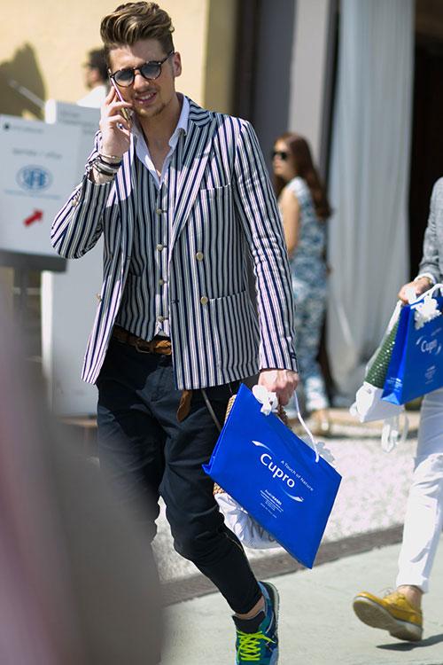 白紺ストライプダブルジャケット×ジレ×白シャツ×紺チノパン