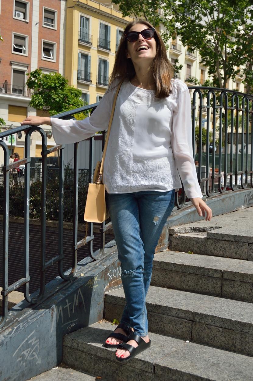 lara-vazquez-madlula-bog-style-fashion-streetstyle-white-shirt-jeans