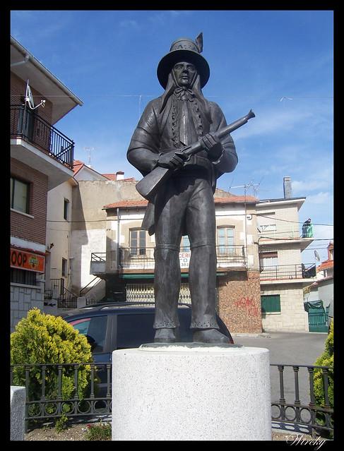 Plaza del Rollo con estatua Los Perreros