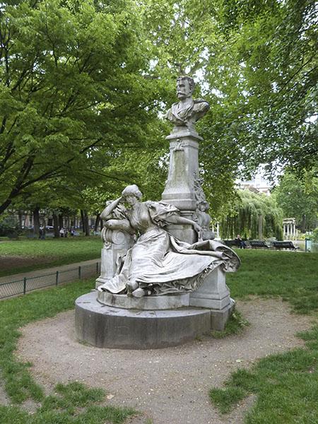 monument à Maupassant par Verlet