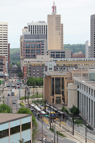 station minnesota skyscraper canon metro siemens stpaul lightrail greenline s70 metrotransit lrv robertst t2i 1stbank