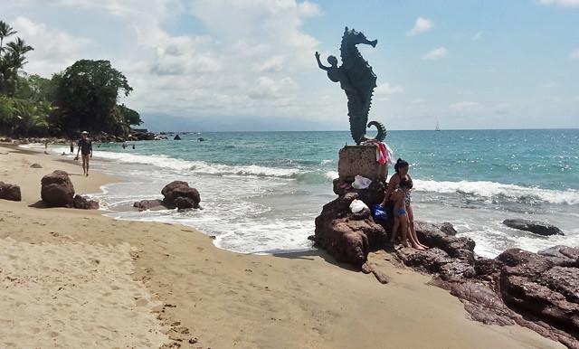 seahorse-statue