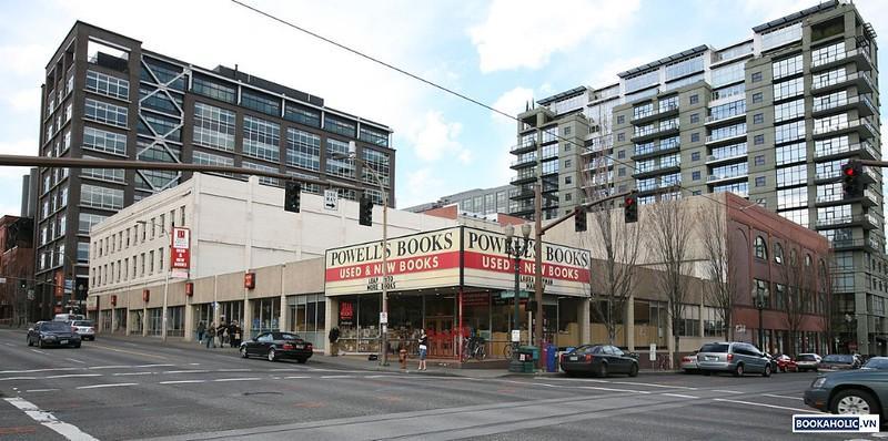Powell's City of Books (Portland, Oregon) 1