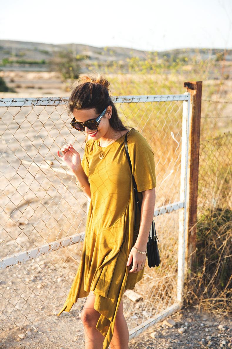 KHAKI_Dress-Trend-Snake_Sandals-18