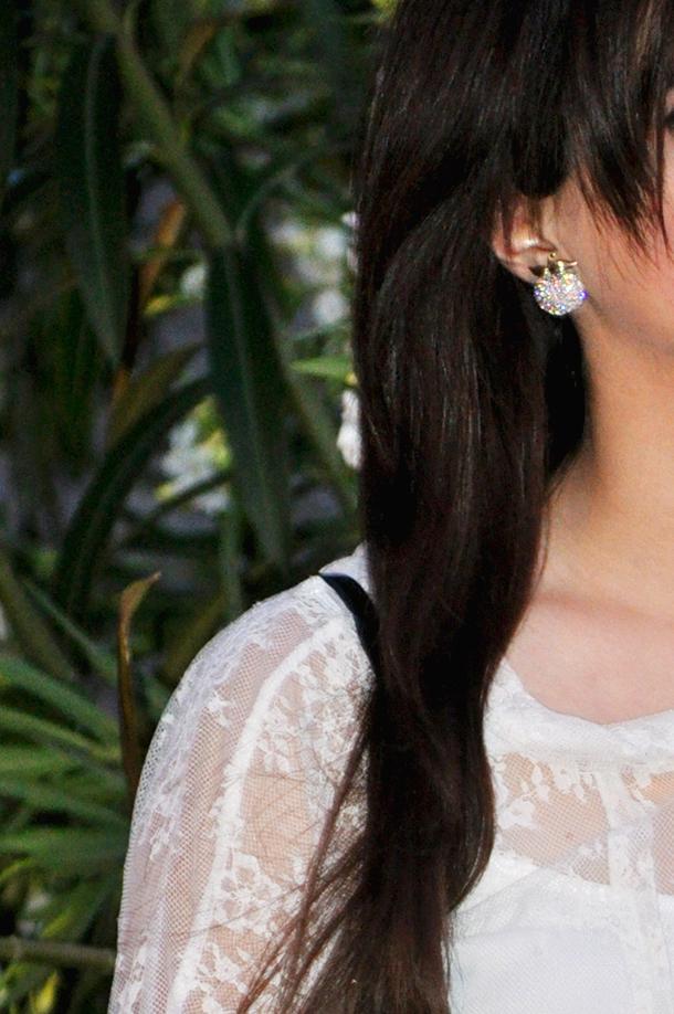valencia fashion blogger somethingfashion spain, lace white dress massimo dutti vintage apple earrings inspiration, rayban wedges zara, aime complementos tienda