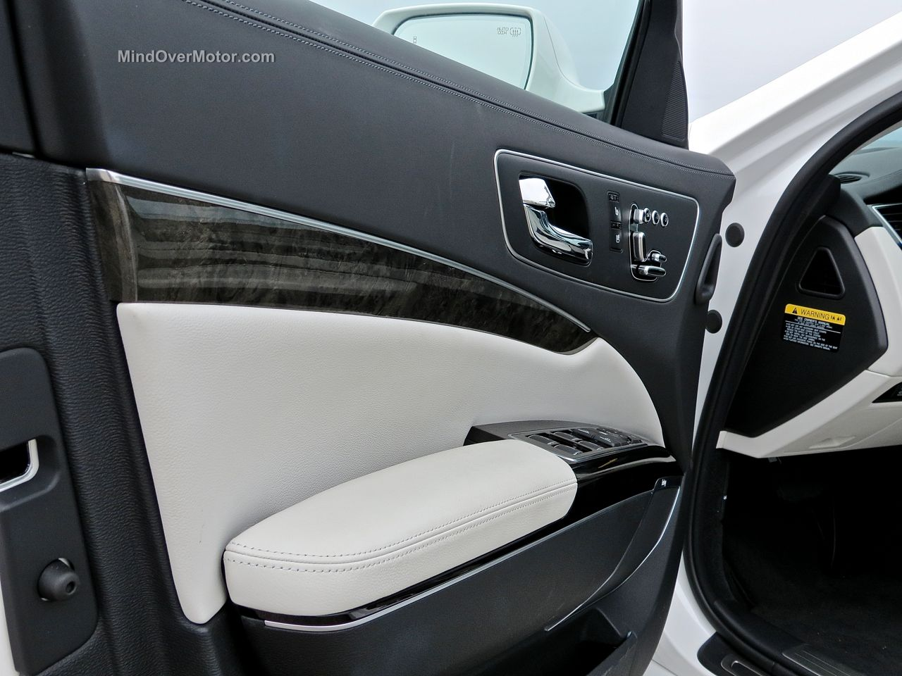 Kia K900 Door Trim