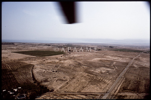 archaeology ancienthistory tell middleeast tall airphoto oblique aerialphotography aerialphotograph scannedfromslide ghassul aerialarchaeology jadis2013001 megaj2744 tellghassul tuleilatelghassul