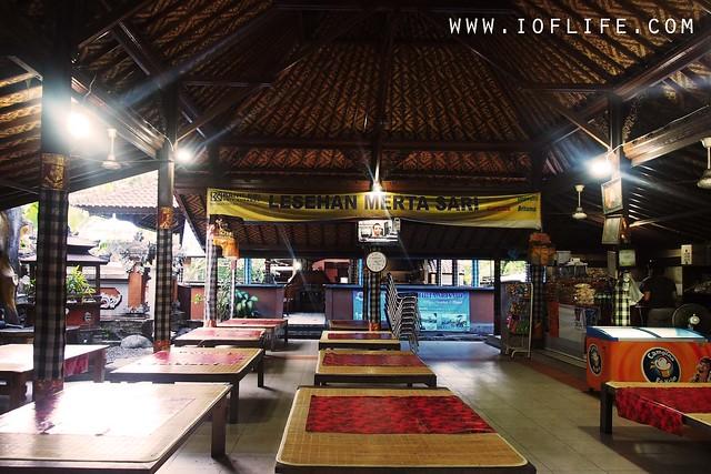 Lesehan Mertha Sari interior