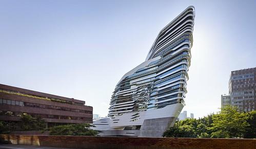 Zaha Hadid - 香港理工大學賽馬會創新樓