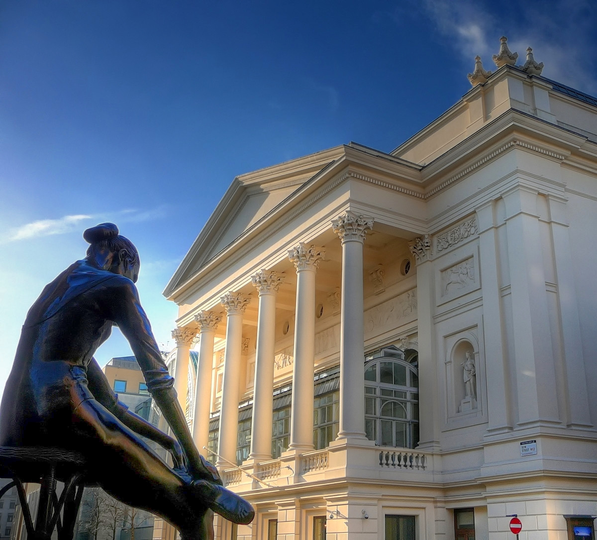 The Royal Opera House, Bow Street frontage, with the statue of Dame Ninette de Valois in the foreground. Credit Russ London