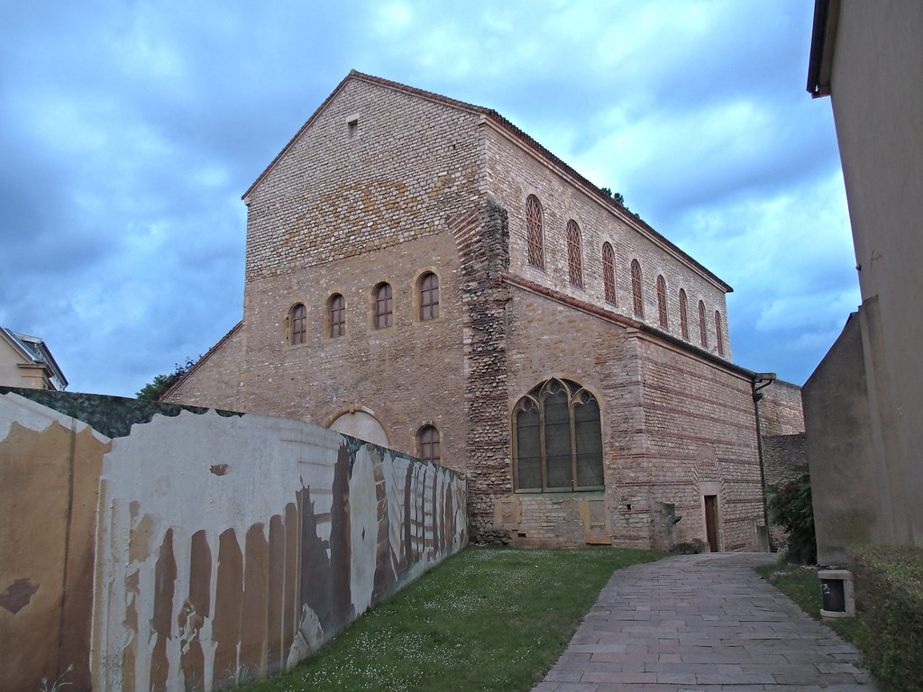 Basilica of Saint-Pierre-aux-Nonnains - CB140166