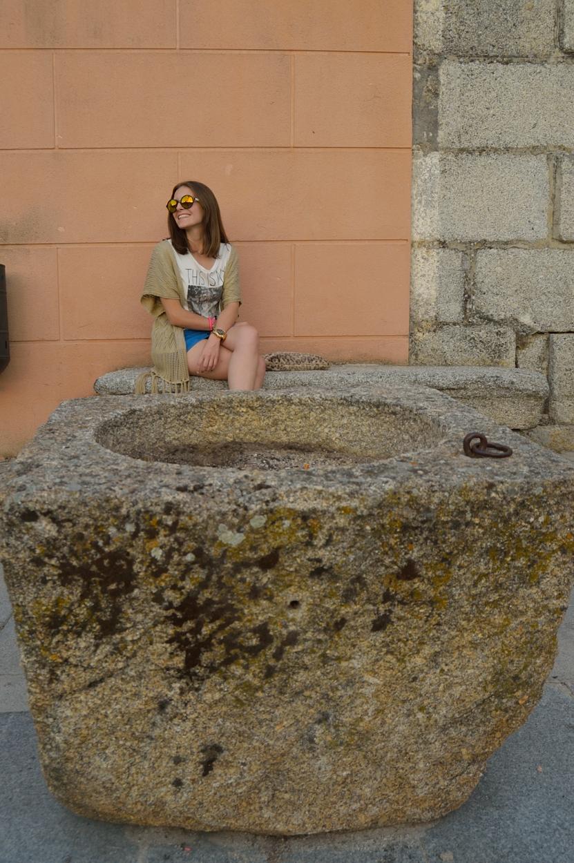 lara-vazquez-madlula-blog-easy-look-blue-skirt