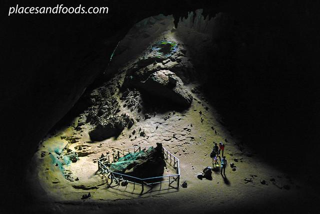 phu pha phet cave green stone