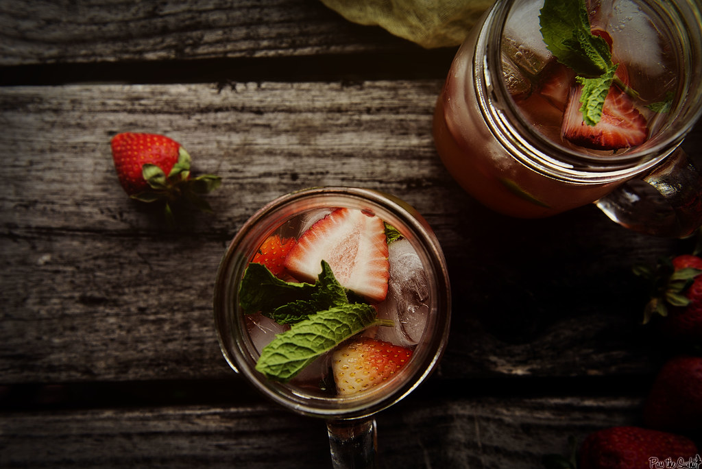 Mint Strawberry Crush Cocktail || PasstheSushi.com