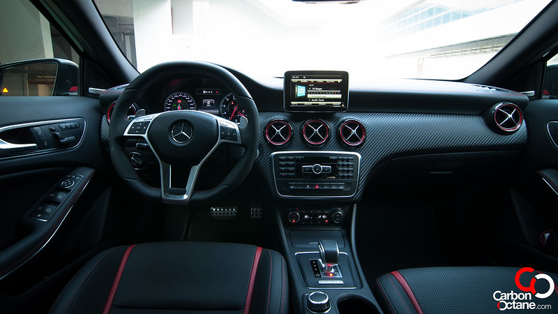 2014_mercedesbenz_a45amg_dashboard1