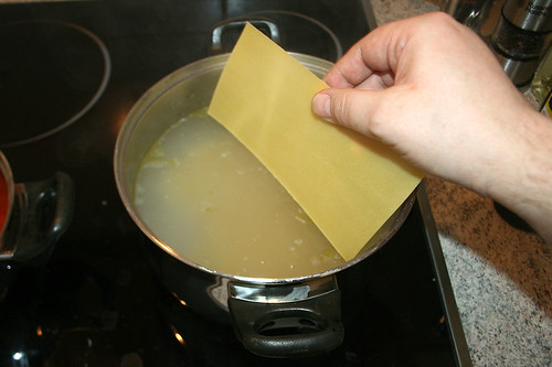 40 - Lasagneplatten kochen / Cook lasgna sheets