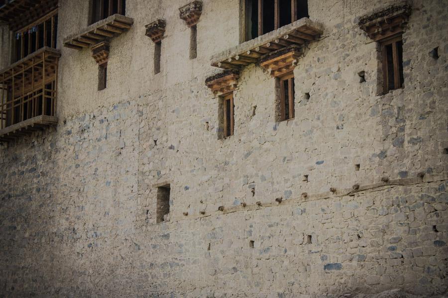 Стены монастыря. Монастыри Ладакха (Монастыри малого Тибета) © Kartzon Dream - авторские путешествия, авторские туры в Ладакх, тревел фото, тревел видео, фототуры