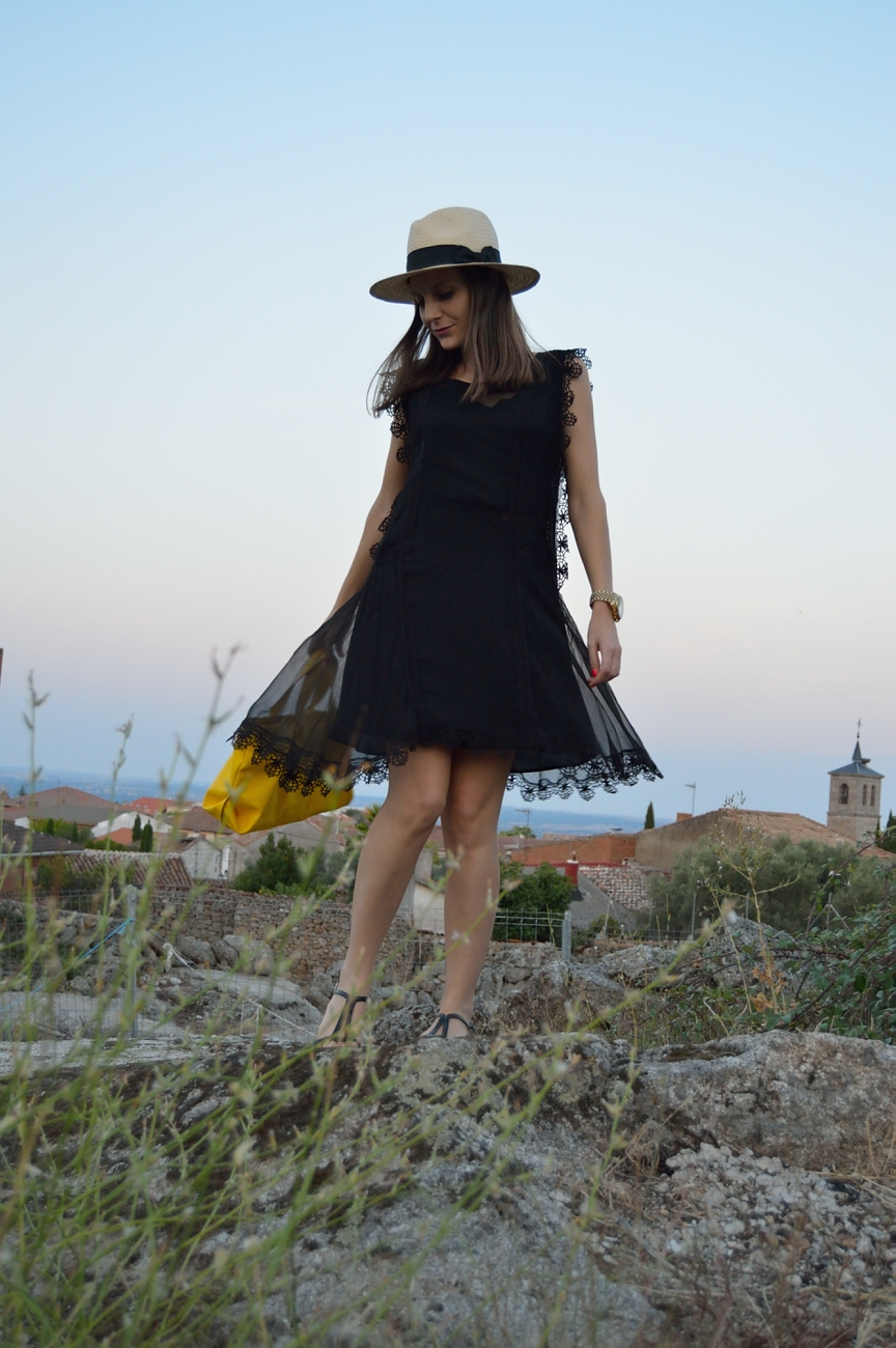 lara-vazquez-mad-lula-fashion-style-black-dress