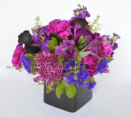Floral Centerpiece with Purple Calla Lilies & Spider Mums