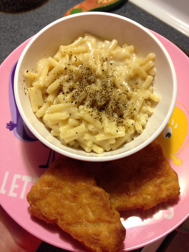 Earth Balance mac & cheese with gardein Fish Fillets