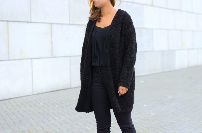 Outfit-fur-coat-all-black-inspiration